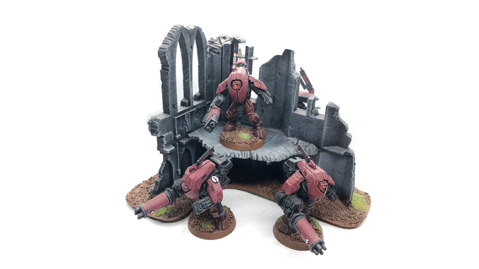 Tau Stealth Suits on building ruin